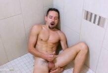 Boris Shower Piss PEEP
